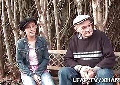 Jeune libertine francaise se tape Papy Spy