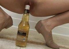 Kiny big tittied blond sticks bottle top up her wet cunt